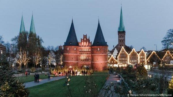 Christmas shine despite the coronavirus: Germany's cities are festively lit